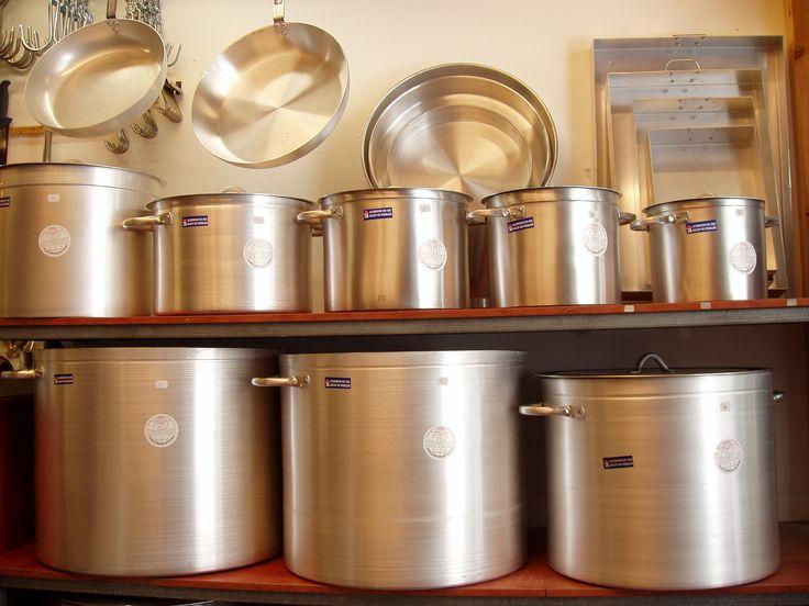Ταψιά,λαμαρίνες,ταψιά ζαχαροπλαστικής,τσικάλια,μαρμίτες,τηγάνια,και διάφορα άλλα είδη εστίασης