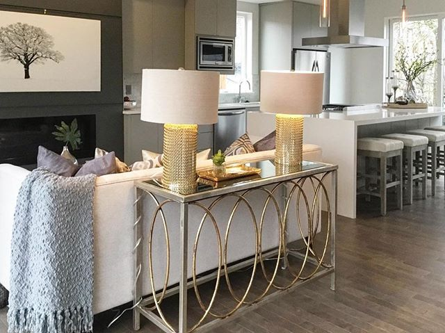 Great alternative to looking at the back of the couch when you enter the room #onstageonline . . #homestaging #portlandrealestate #inspire_me_home_decor #pdx #boiserealestate #seattlerealestate #sandiegorealestate #homesweethome #mylivingspaces #houzz #apartmenttherapy #mydomaine #interiorforall #bhghome #mypotterybarn #pdxrealestate  #createyourownperspective #vancouverrealestate #pursuepretty #neutraldecor #housebeautiful #houseandhome #myhouzz #curbed #classyrealestate #ahomemadehome…