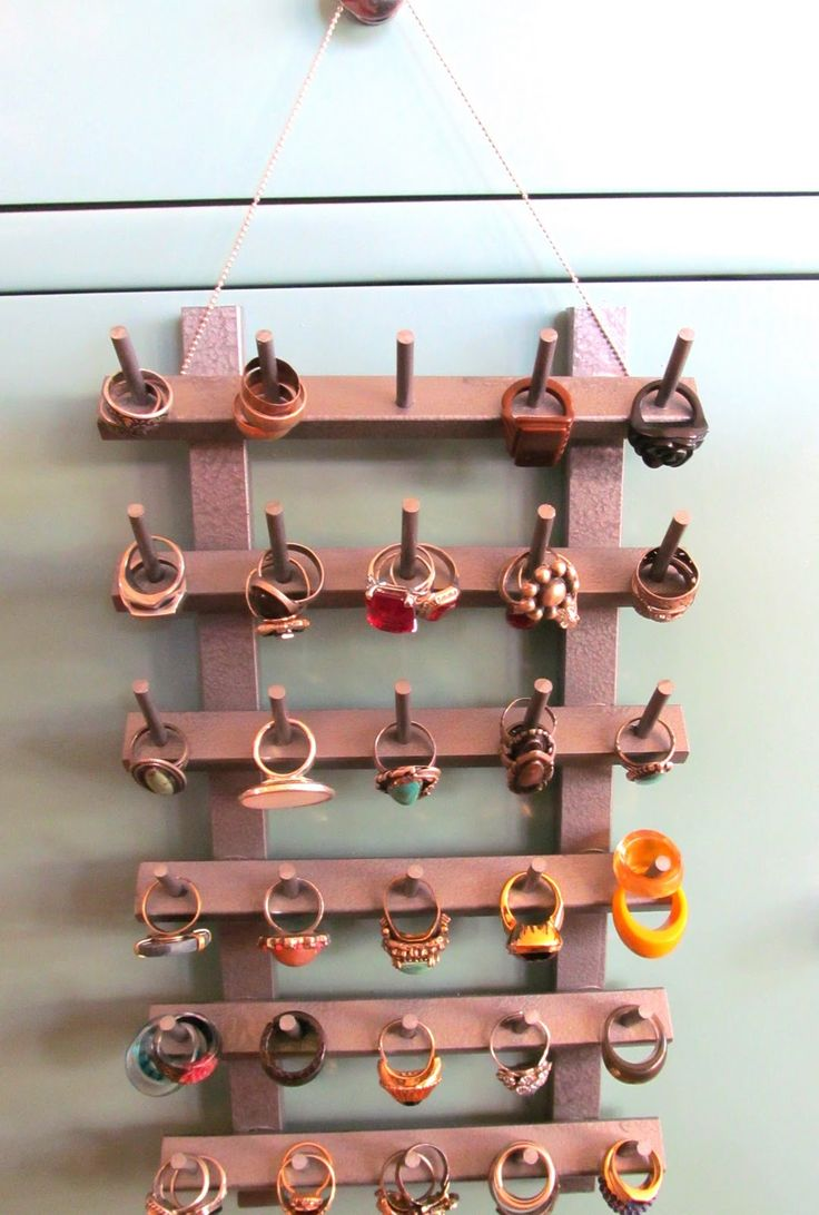 DIY: Ring organizer from a wooden spool rack