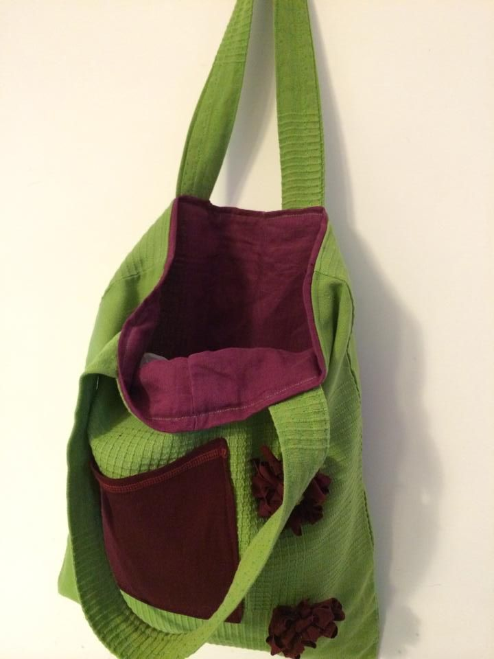 Borsa in tela verde con interno bordeaux