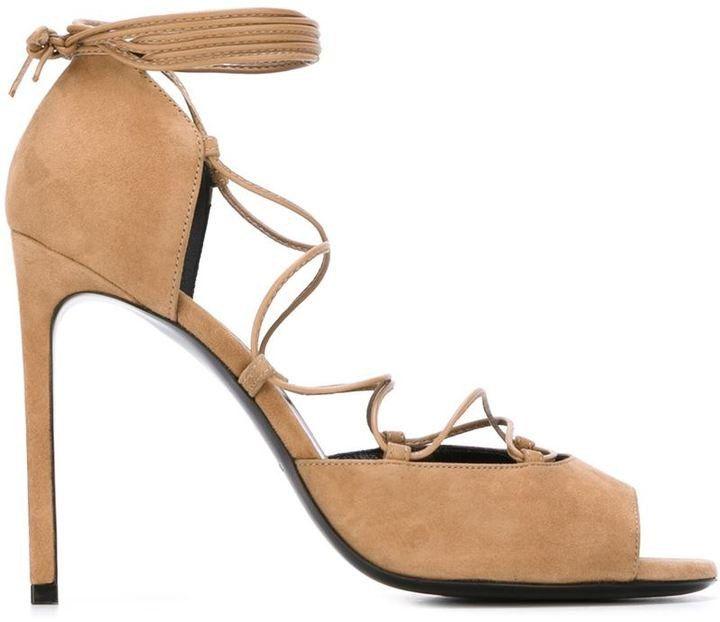 Pin for Later: Gut geschnürt: Die trendigsten Ballerinas und Sandalen  Saint Laurent Camel-farbene Lace Up Sandale (695 €)