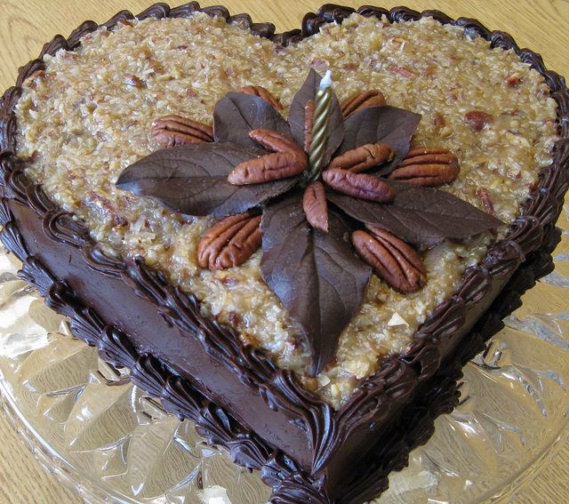 Decorating Ideas For German Chocolate Cake : 1000+ ideas about German Decor on Pinterest Old Mattress ...