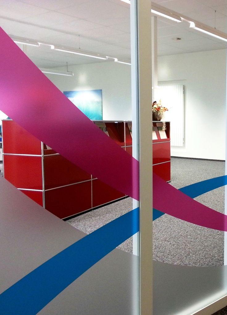 Elegante Glaswandtrennung, Grosswäscherei Reinhard AG