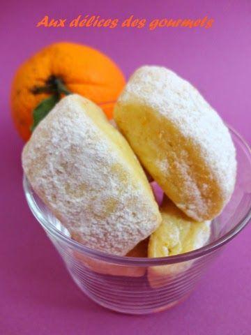 Des biscuits parfumés à l'orange parfaits pour accompagner une tasse de thé ou de café.On peut remplacer l'orange par du citron.Ingrédients :4 jaunes d??ufs4 oranges moyennes200 g de sucres190 g d'huile neutre800 g de farines2 sachets de...