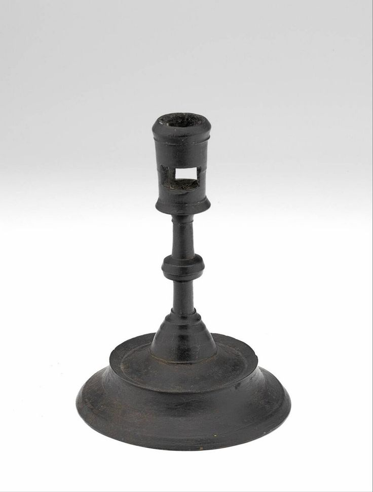 candlestick 1475-1525 Dimensions h. 14.8 cm Material and technique brass