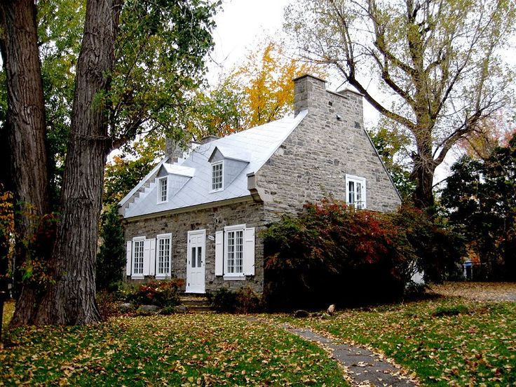 Maison Jarry-dit-Henrichon en automne by Lapointe56.deviantart.com on @deviantART