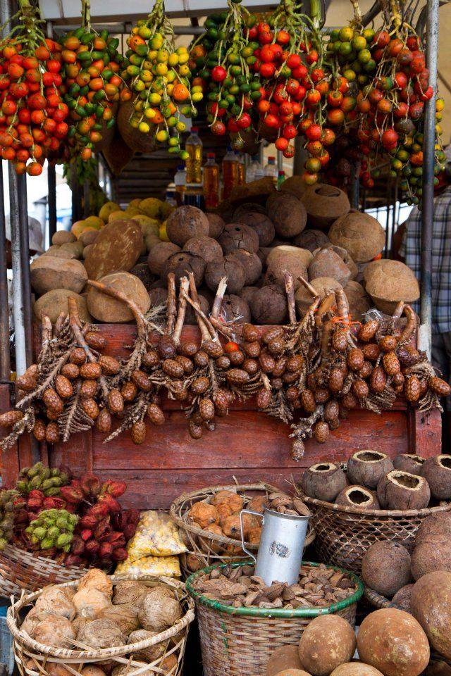 Foto minha de banca de frutas do Mercado Ver-O-Peso, em Belém do Pará (1) From: uploaded by user, no url