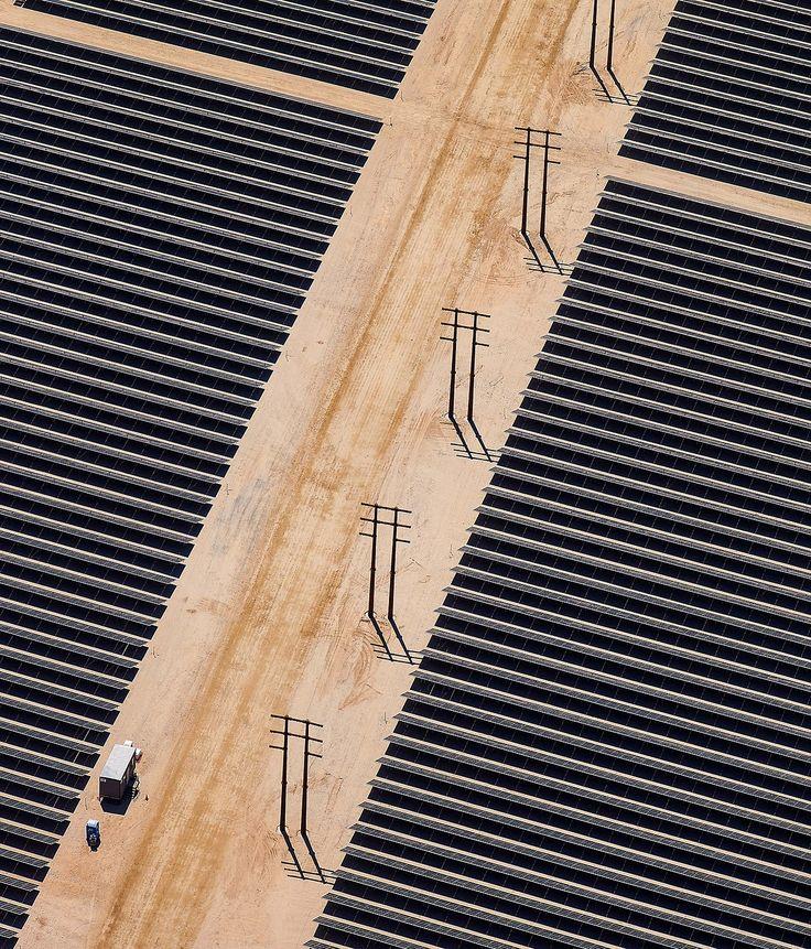Vista parcialdel mas grande panel solar instalado en el Desierto de Mojave, California, Estados Unidos en un programa de energia renovable en desarrollo. Foto: Tim Rue / Bloomberg .