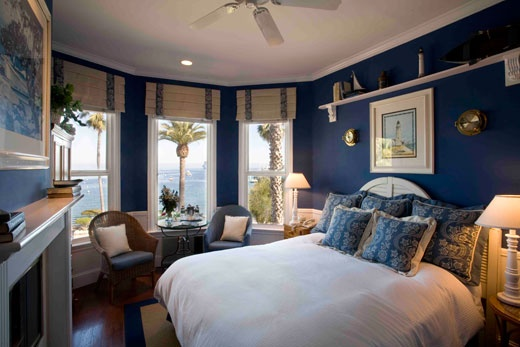 Stay here in the San Nicolas Ocean View Room @ The Snug Harbor Inn on Catalina Island California for our 1 Year Wedding Anniversary :-)