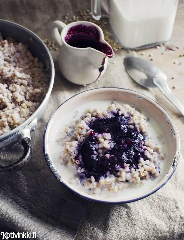 Tattaripuuro ja mustikkasiirappi | Kotivinkki Text: Marita Suontausta Pic: Ulrika Ekblom #porridge #buckwheat #blueberry