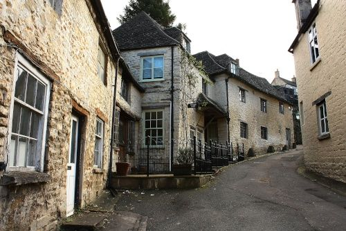 Butchers Hill, Nailsworth, Gloucestershire  http://www.picturesofengland.com/England/tour/English_Cottages/pictures/1105758