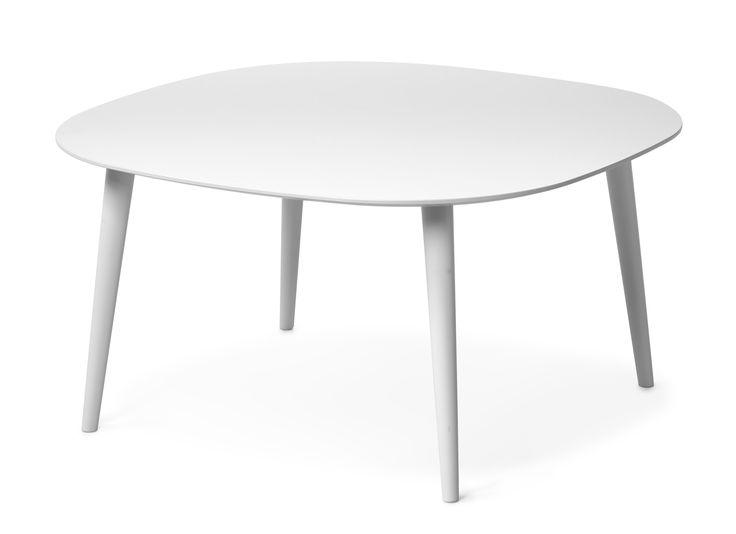Plaine är vår moderna klassiker med en design som aldrig går ur tiden. Den lackerade skivan är tillverkad i tålig MDF som ger bordet en lättskött yta. Ett stabilt & lättplacerat bord. Serien finns i flera olika utföranden.