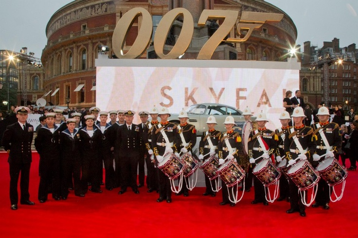 8 Junior Ratings from HMS Westminster were joined by 4 Royal Navy Commanders from the Ministry of Defence to line the red carpet at the World Premiere of the New James Bond film, #Skyfall, which took place at the Royal Albert Hall on Tuesday 23 October. Also on the red carpet were the Royal Marine Corps of Drums and in the auditorium, Her Majesty's Band of the Royal Marines Portsmouth who performed a medley Bond theme tunes. Here you can see Daniel Craig with the band of the Royal Marines.