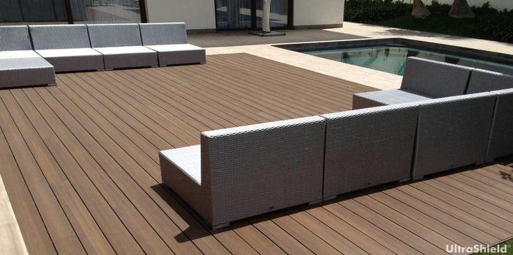 La resistenza di legni duri e polietilene ad alta densità con uno scudo esterno a prova di graffi, formazione di macchie e variazioni di colore nel tempo.
