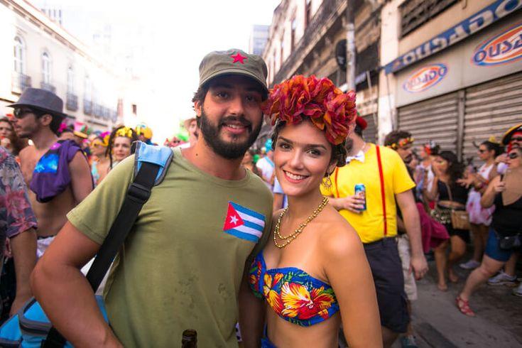 Boi Tolo é bloco do jeitinho que eu gosto, só com gente que ama carnaval na sua essência de marchinhas, fantasias, confetes, serpentinas. Gente que tá ali se divertindo de ser sereia, unicórnio, bailarina, índio, Che Guevara e até Martin McFly (♥). Gente que quer exaltar e ostentar sua festa, seu amor, sua criatividade, originalidade …