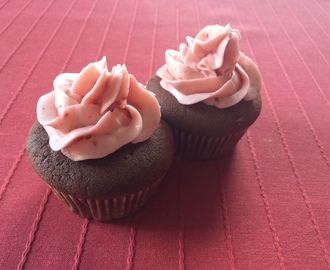 Chocolade cupcakes met frambozen botercrème