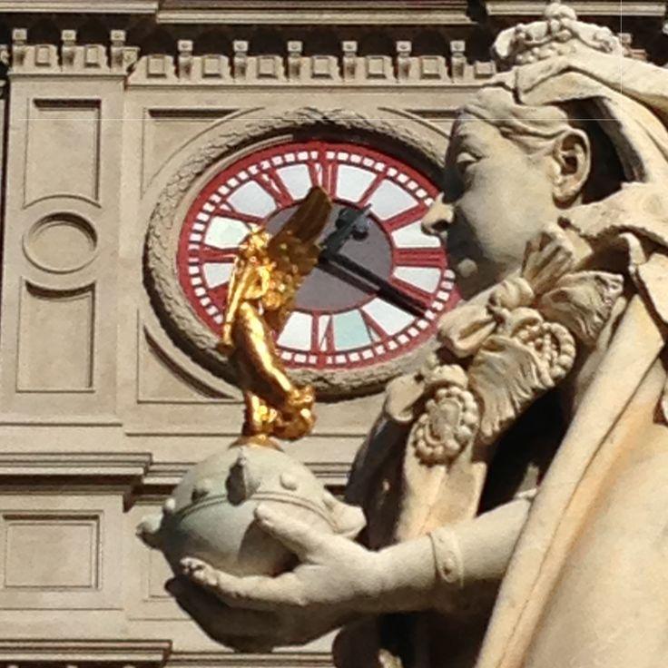 Queen Victoria in front of Ballarat Town Hall clock tower