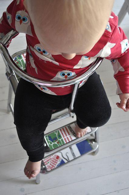 Lexie i sin barnstol awab pall  http://www.loveandrespect.se/det-har-med-den-coolaste-babysitsen/