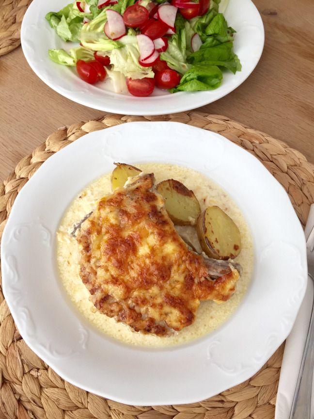 Zapečené kotletky se smetanou • Baked pork chops with cream