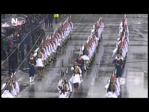 Οι Εύζωνες παρελαύνουν -Η εντυπωσιακή Προεδρική Φρουρά [βίντεο] | iefimerida.gr