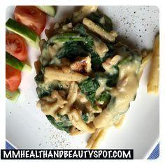 Pasta met spinazie, walnoten en kaassaus #veganistisch #vegan. Een heerlijk veganistisch recept met kaassaus. Hiervoor hoef je geen echte kaas te gebruiken. In het recept hieronder en het youtube f…