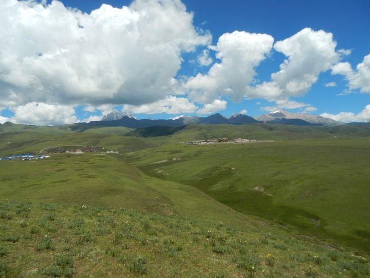 Pojechałyśmy do Tagong, zobaczyć zielone pastwiska w Sichuanie. Są to stare tereny tybetańskie, pełne dzikich wiosek.Spróbowałyśmy tybetańskiego jedzenia
