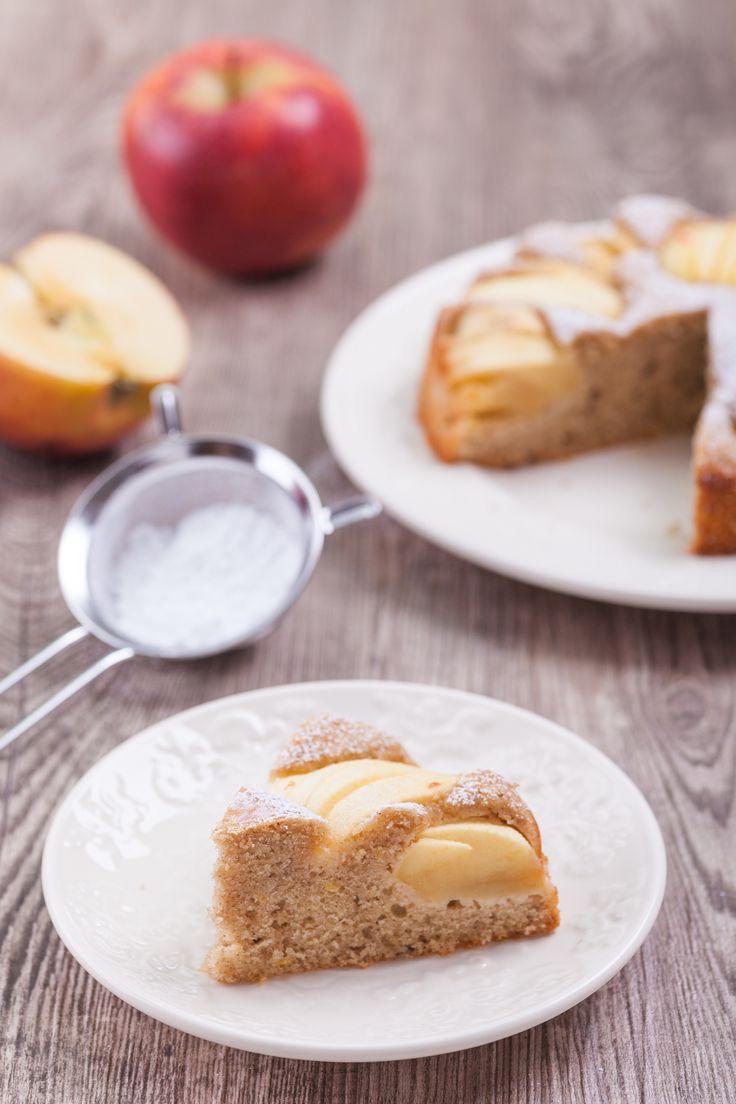 Einfaches Rezept für versunkenen Apfelkuchen sehr fein. Der Apfelkuchen ist gesund, weil mit weniger Fett, weniger Zucker und Dinkelmehl gebacken. | www.backenmachtgluecklich.de