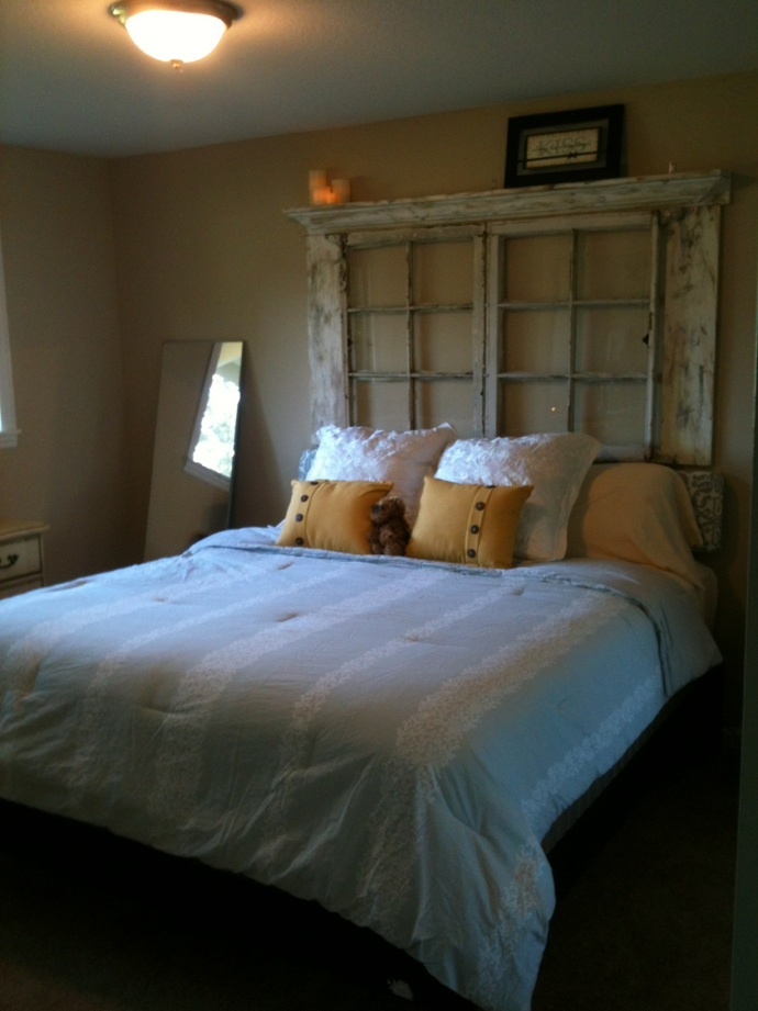Best 25 old window headboard ideas on pinterest window for Painted on headboard
