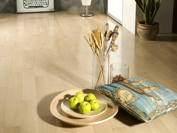 Oak Vanilla, lacquer semigloss, Quarter Sawn Select and Better. Quarter Sawn Oak flooring collection by Coswick.