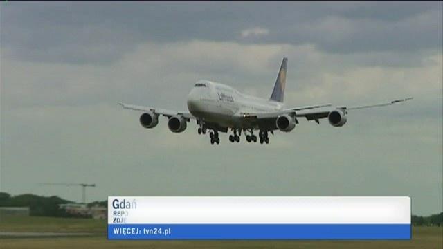 Jumbo Jet Lufthansy w Gdańsku. Boeing 747-8 pierwszy raz w Polsce. Na pokładzie niemiecka reprezentacja piłki nożnej na Euro 2012 / #Lufthansa's #Jumbo #Jet in #Gdansk. #Boeing #747-8 for the first time in #Poland, carrying #German National #Football Team
