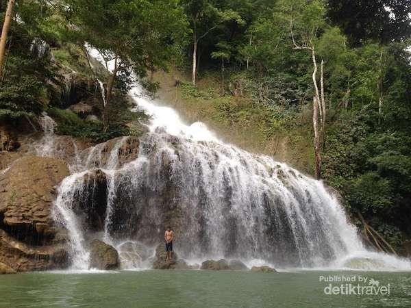 Terlalu Cantik, Ini Air Terjun Kepunyaan Sumba Barat - http://darwinchai.com/traveling/terlalu-cantik-ini-air-terjun-kepunyaan-sumba-barat/