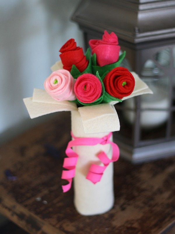 Cardboard Tube Bouquet of Felt Roses - Crafts by Amanda....looks like a great Mother's Day craft idea