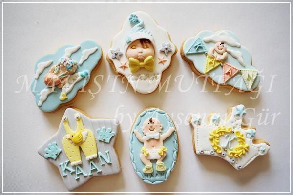 Mavi ve tonları,gri,beyaz ,sarı tonlarında butik bebek kurabiyeleri