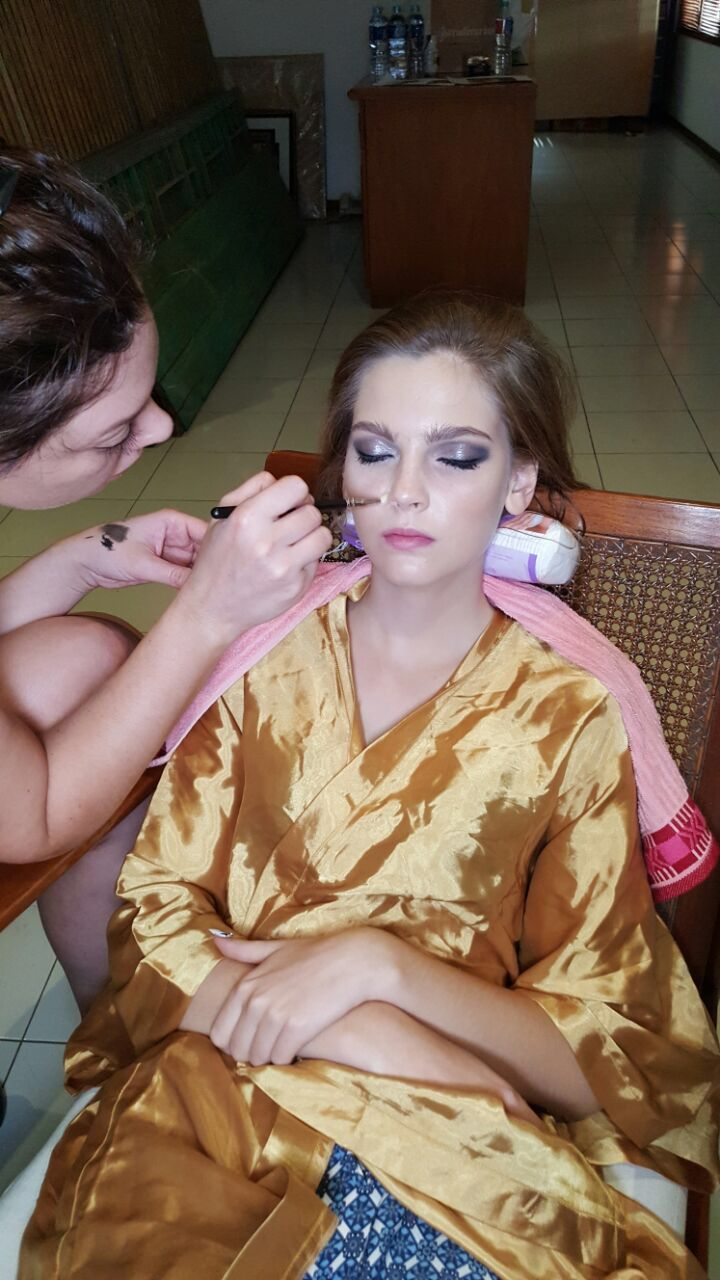 BTS Maria Gullace hair and makeup artist using TOM FORD makeup and ALTERNA hair are