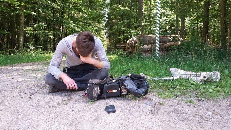 Podczas realizacji materiału w Puszczy Białowieskiej w sobotę ok. południa ekipa telewizji Polsat News została zaatakowana. Pobity operator trafił do szpitala - został wypisany po godz. 17, przez kilka tygodni będzie musiał nosić kołnierz ortopedyczny. Policja informuje, że napastnicy byli pracownikami jednej z firm biorących udział w wyrębie lasu w tamtym regionie.