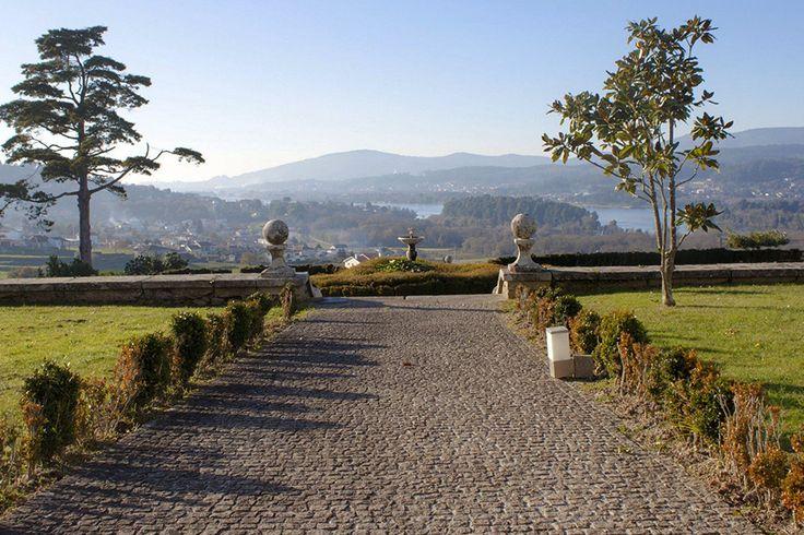 Se antigamente albergava peregrinos que percorriam o caminho de Santiago, hoje o Boega Hotel acolhe aqueles que buscam tranquilidade, paz e romance.