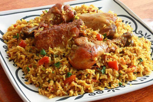 Bahreyn'in milli yemeği Machboos, bir diğer Arap yemeği olan kabsa ile benzerlikler gösteren, et ve baharatların birbirine uyum içinde geçtiği lezzetli bir yemek.