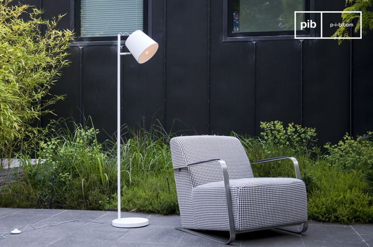 Its fine structure supports the easily adjustable lampshade