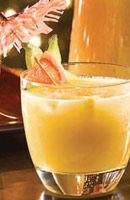 Recette Rhum punch. Dans un saladier, mélanger le jus d'Ananas et le sucre. Ajouter les jus d'Orange et de Citron. Verser le rhum. Mélanger à la...