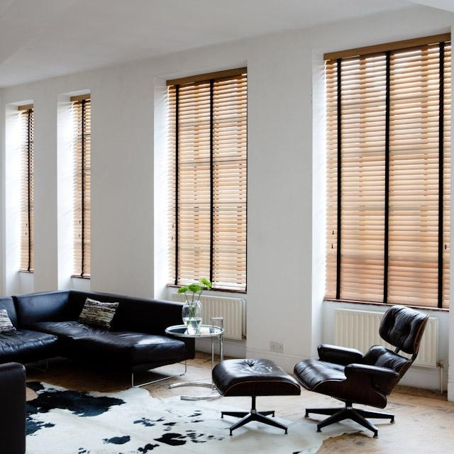 houten jaloezieen van Maatstudio.nl, met deze raamdecoratie voor een modern of klassiek interieur. Houten luxaflexen voor ieder interieur, gordijnen, luxaflex