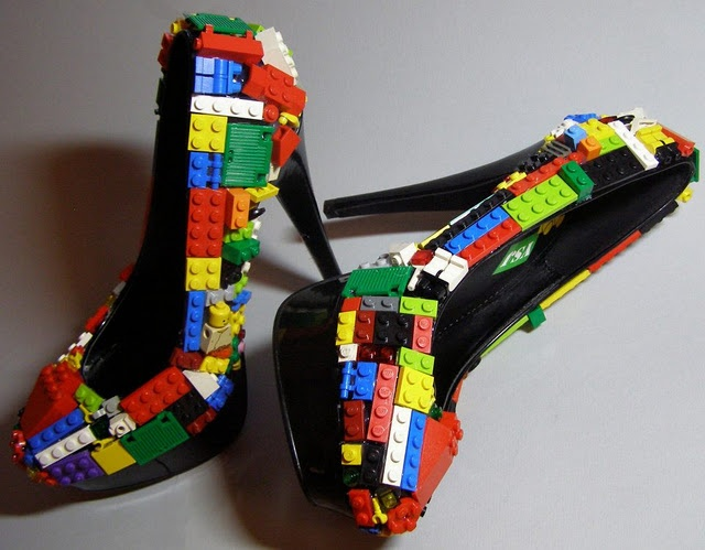 GREAT Idea for your Lego loving man on your wedding day or bridal shoot. Lego shoes by YoSoyJuanita, http://www.facebook.com/yosoyjuanita