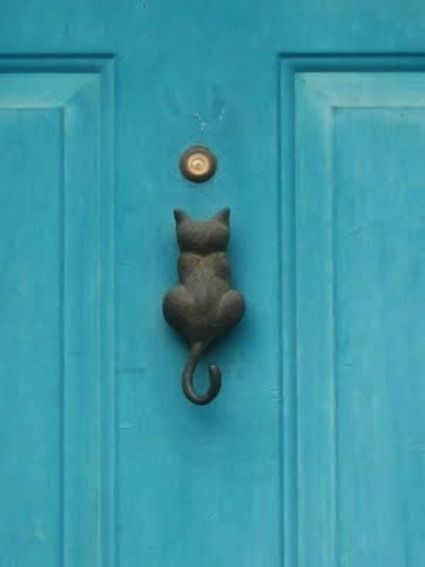 I saw a vitage door knocker like this at an antique store and didn't buy iT. After seeing this pic, I regret it more than ever.
