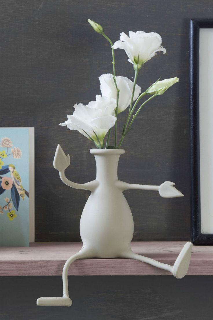 Grijs Florino flexibele vaas van Peleg Design. Vaas die flexibel is, want de armen en benen van de vaas zijn buigzaam. Vaas is in meerdere posities neer te zetten, zoals op de rand van een plank, met gevouwen benen, op te hangen aan een rekje, of met benen recht vooruit. De mogelijkheden met de Florino vaas met flexibele benen en armen zijn eindeloos. Gemaakt van siliconen. Kan niet kapot vallen. Vrolijke design en bloemen fleuren de kamer meteen op.