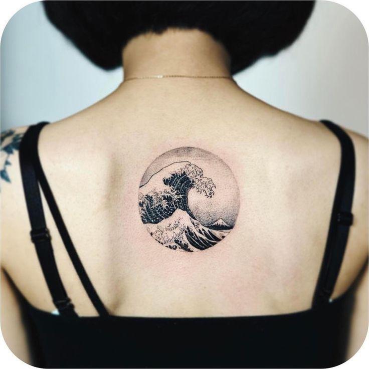 """11.3 mil curtidas, 26 comentários - Tattoodo (@tattoodo) no Instagram: """"Hokusai's Great Wave by @nandotattooer #TATTOODO"""""""