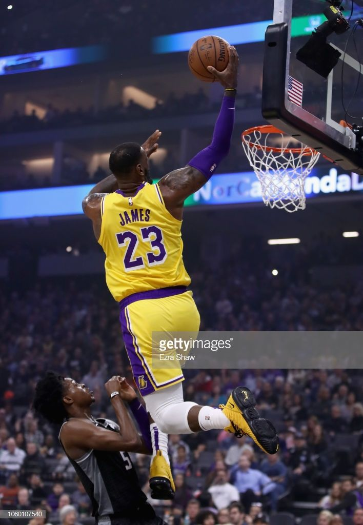Lebron James Of The Los Angeles Lakers Goes Up For A Shot On De Aaron Lebron James Lebron James Lakers Nba Lebron James