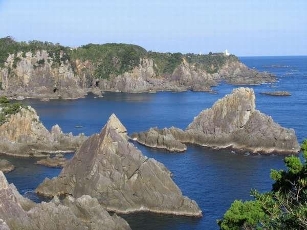 大島海金剛まではホテルからお車で約25分です。巨岩が海面から突き出す様子には迫力が感じられます。【周辺観光】