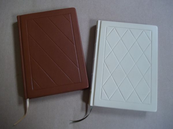 I'm rather pleased with these leather journals that I've just finished. Will put them on Etsy once I have better photos.