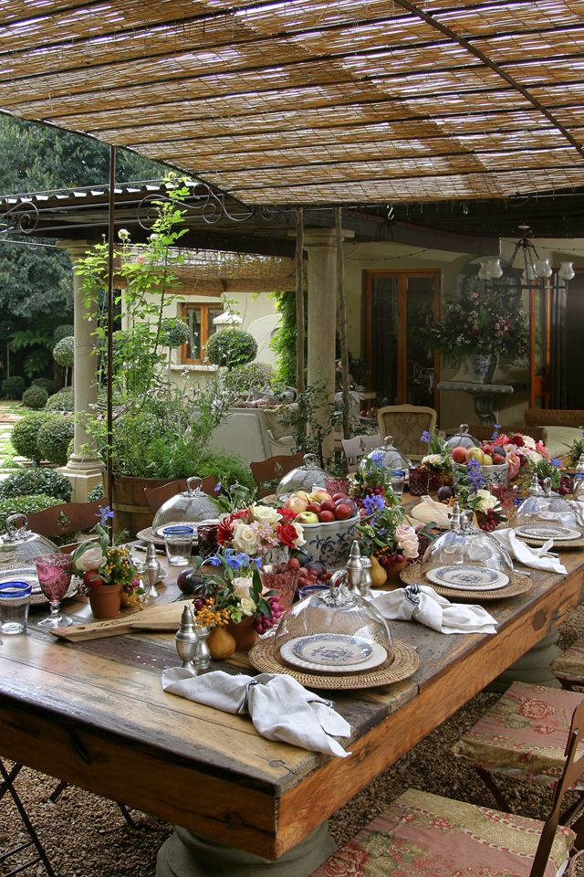 Love this outdoor table settingvery rustic and