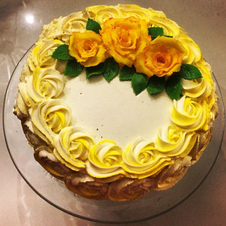 Yellowcake, rosecake, cake, cakedecoration, birthdaycake