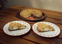 Ořechový koláč s tvarohem a ovocem